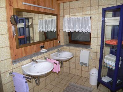 ferienwohnung-zeintl-ferienwohnung-bayerischer-wald-badezimmer