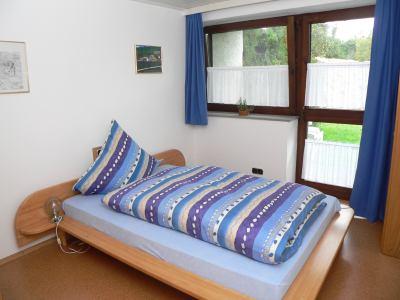 ferienwohnung-zeintl-ferienwohnung-doppelbett-ostbayern-schlafen