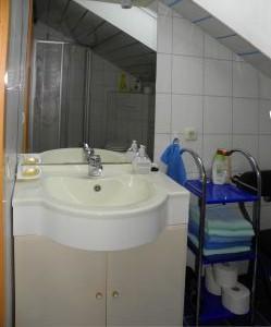 ferienwohnungen-bayerischer-wald-badezimmer-waschtisch