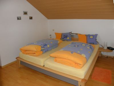 Eltern Schlafzimmer der Ferienwohnung Urlaub mit Kindern in Bayern
