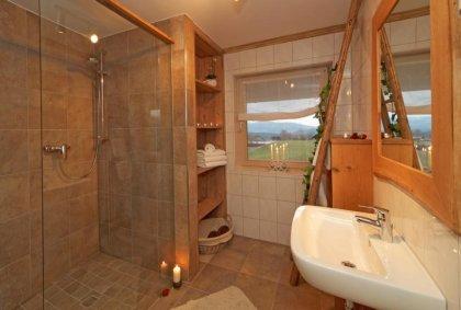ferienwohnungen-kaikenried-bayerischer-wald-badezimmer-dusche-420