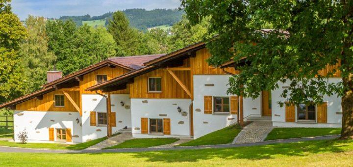feuerschwendt-gutshotel-niederbayren-hundehotel-bayerischer-wald-breitbild-1400