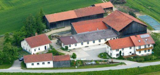 fischer-bauernhof-bayerischer-wald-panorama-luftbild