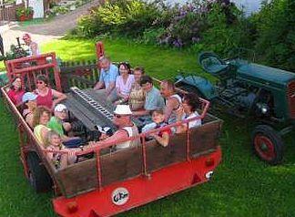 fischer-ferienhof-abenteuerurlaub-deutschland-traktorfahrten