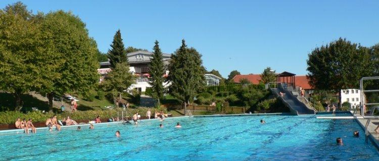freibad-karoli-badepark-waldkirchen-erlebnisbad-bayerischer-wald-panorama-750