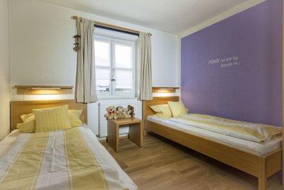 frongahof-bauernhof-grainet-ferienwohnung-lavendel-kinderzimmer-410