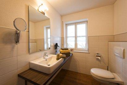 frongahof-bauernhofurlaub-grainet-ferienwohnungen-sonnenblume-badezimmer-410