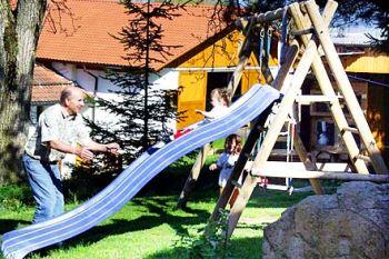 gammerhof-kinderspielplatz-holzhaus-passau-dreiländereck