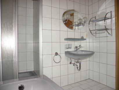 gasthof-gross-ferienwohnung-badezimmer-waschtisch-410