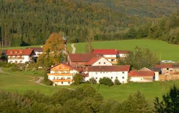 gasthof-muhr-bauernhof-pension-bayerischer-wald-ansicht