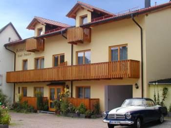 Pension mit Zimmern und Ferienwohnungen in Falkenstein