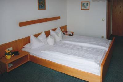 Zimmer im Gästehaus in Bayern Pension zur Linde bei Sattelbogen
