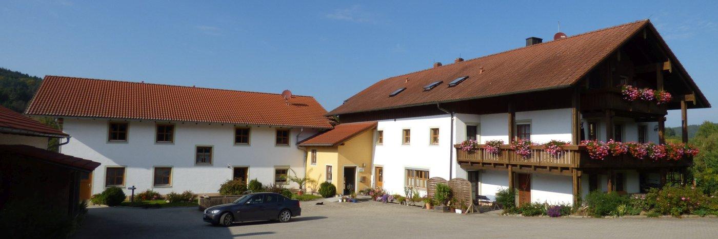 gillingerhof-familienfreunlicher-bauernhofurlaub-ferienwohnungen-breitbild-1400