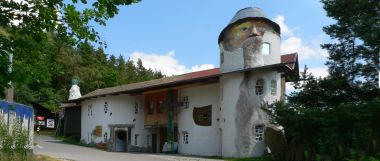 glaeserne-scheune-viechtach-museen-freizeittipps-bayern-panorama-380