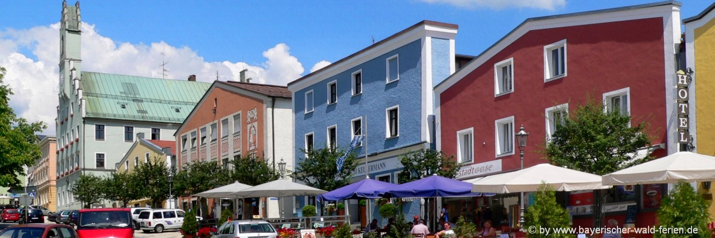 grafenau-unterkunft-stadtplatz-rathaus-sehenswürdigkeiten