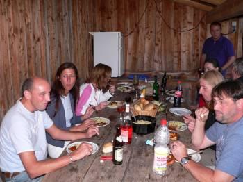 Berghütte Selbstversorgung - Bild ID gruber-berghütte-geselligkeit-grillen-essen-feiern-bayern