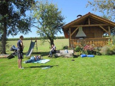 Ferienhaus Ferienwohnung - Blumenwiese zum Spielen für Kinder