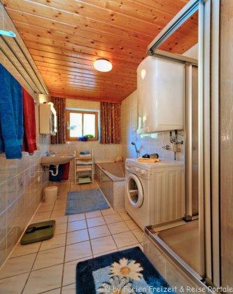 Ferienwohnung mit Badewanne im Badezimmer