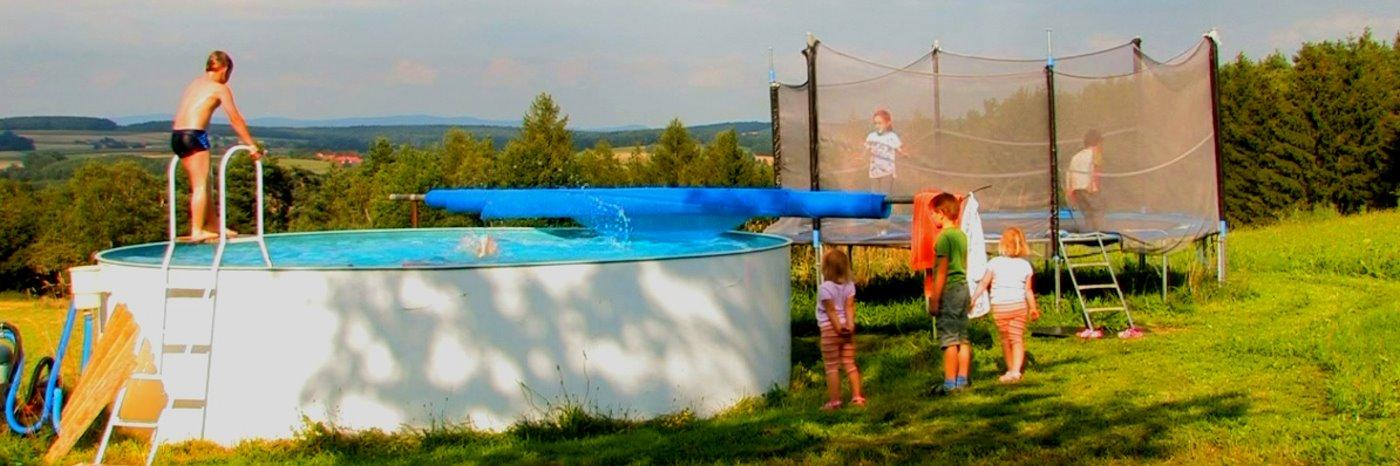 bayerischer wald bauernhof mit pool bauernhofurlaub mit swimmingpool in bayern. Black Bedroom Furniture Sets. Home Design Ideas