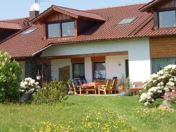haus-carolina-ferienhof-landurlaub-garten-terrasse