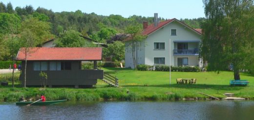 heimerl-ferienwohnung-fluss-regen-bootfahren-angeln-bayern