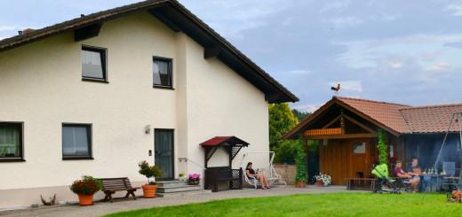 höcherl-bauernhofurlaub-oberpfalz-ferienhaus-aussenansicht-ferienhof