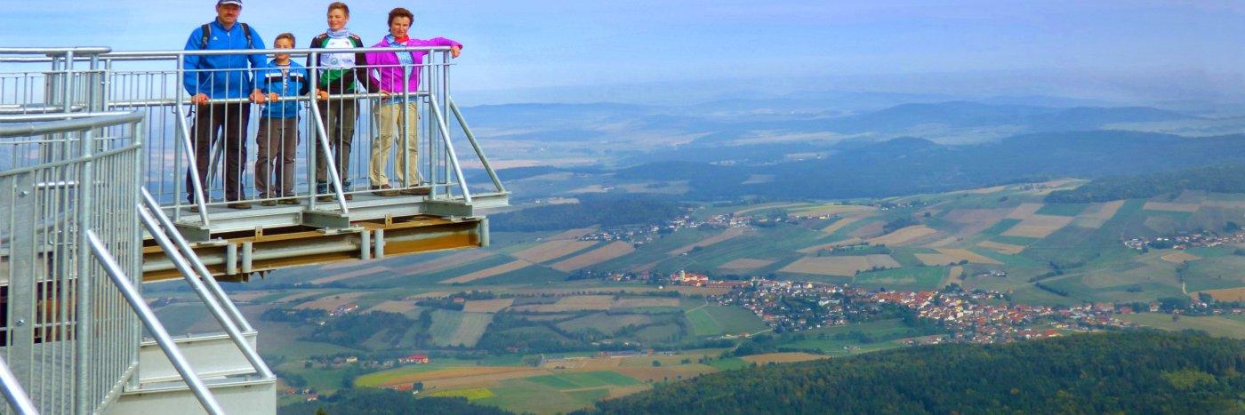 Aussichtsplattform Wandern am Hohen Bogen Berg im Landkreis Cham