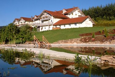 hotel-miethanner-hoellensteinsee-ansicht-bayerischer-wald
