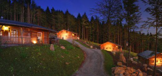 hüttenhof-bergdorf-bayerischer-wald-luxuschalets-berghütten