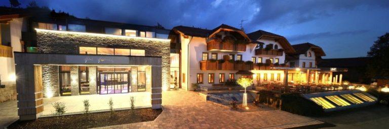 hüttenhof-wellnesshotel-bergdorf-bayerischer-wald-luxuschalets