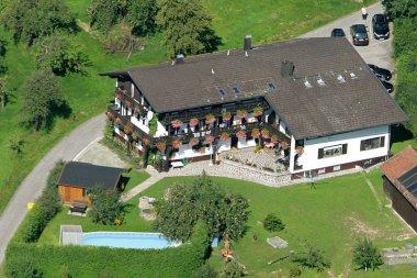jakob-ferienhaus-mit-pool-bayerischer-wald