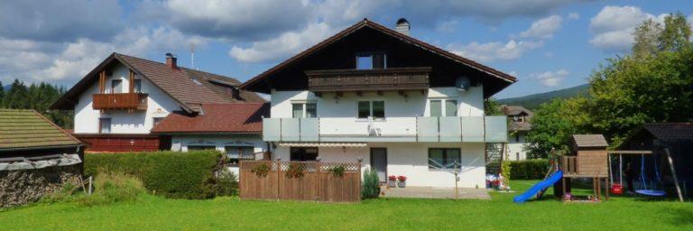 jungwirt-gästehaus-zwiesel-pension-lindberg-zimmer-hausansicht