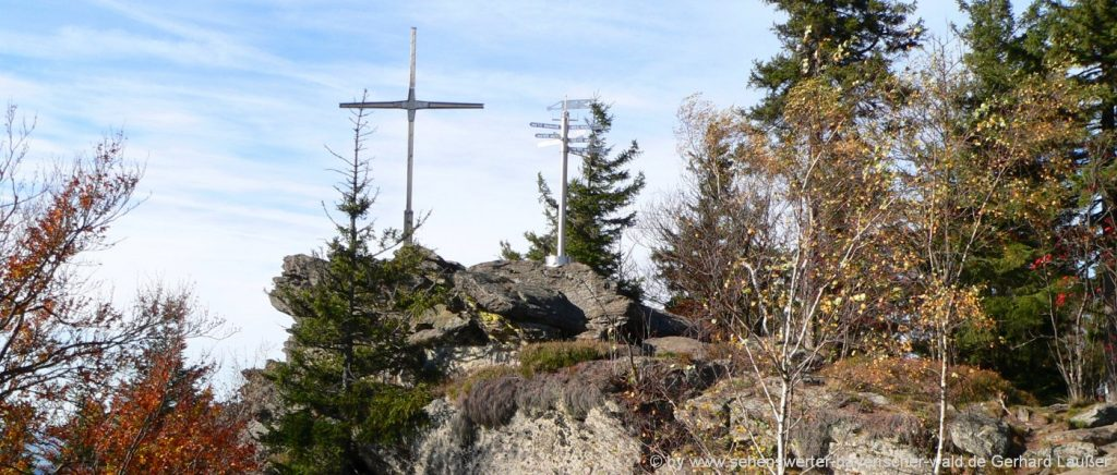 kaitersberg-bad-kötzting-bayerwald-berg-wandern-gipfelkreuz-panorama