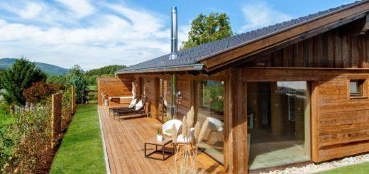 köpplwirt-luxuschalets-bayerischer-wald-wellness-kaminofen-sauna-pool