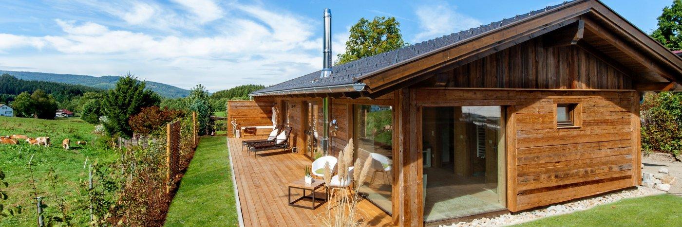 bayerischer wald romantisches chalet mit whirlpool in bayern mieten. Black Bedroom Furniture Sets. Home Design Ideas