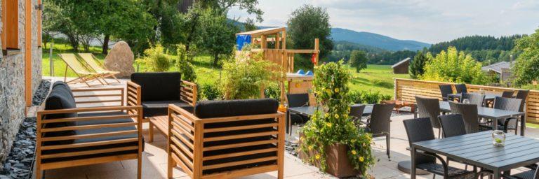 köpplwirt-wellnesspension-bayerischer-wald-bodenmais-terrasse