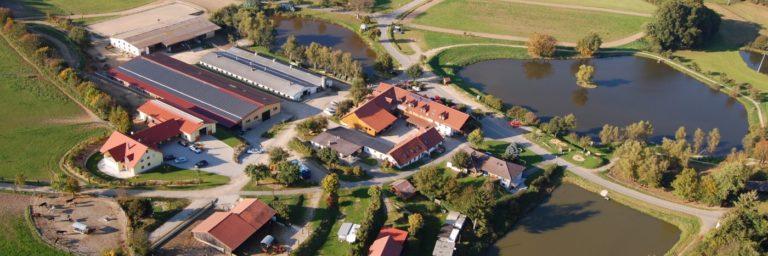 kollerhof-kinder-abenteuer-reiterhof-oberpfalz-familienpension-breitbild-1400