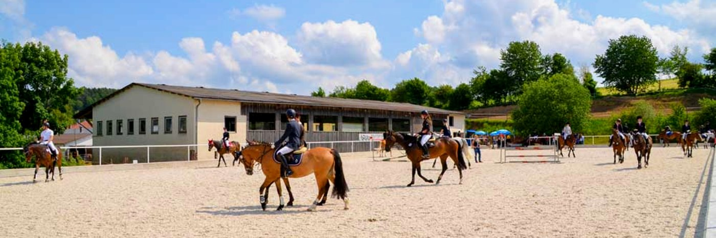 kollerhof-oberpfalz-kinder-reiterferien-schwandorf-pferde-reitplatz