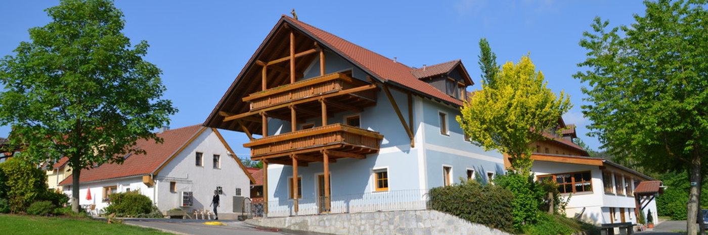 Ferienwohnungen am Reiterhof in Deutschland Pferdehof Pension Zimmer
