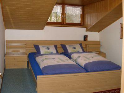 kreuzer-ferien-wohnungen-deutschland-elternschlafzimmer
