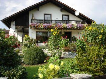 kreuzer-ferienhaus-deutschland-naturerlebnis-gartenidylle
