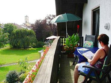 kreuzer-ferienwohnung-bayern-ausblick-balkon