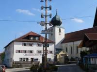lam-bayerischer-wald-marktplatz-kirche-marktgasthof-150