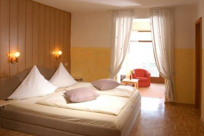 landhotel-deutschland-zimmer-bayern-schlafzimmer