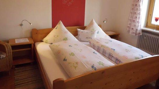 lasserhof-ferienwohnungen-bauernhof-cham-schlafzimmer