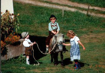 Ponyreiten am Deutschland Babybauernhof mit Ferienwohnungen