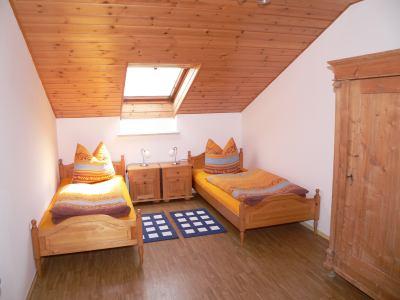 Kinder Schlafzimmer mit zwei Einzelbetten