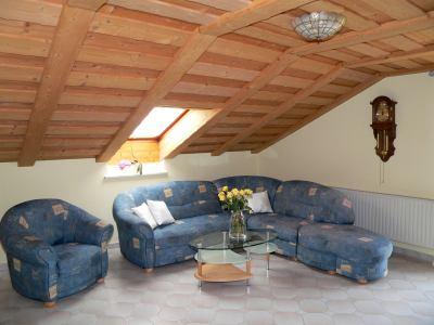 Wohnzimmer der Ferienwohnung für Familien mit Kind Bayern