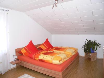 lecker-ferienwohnung-familien-kind-bayerischer-wald-schlafzimmer