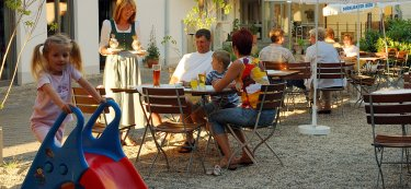 linde-hotel-gasthof-hoher-bogen-bayern-biergarten
